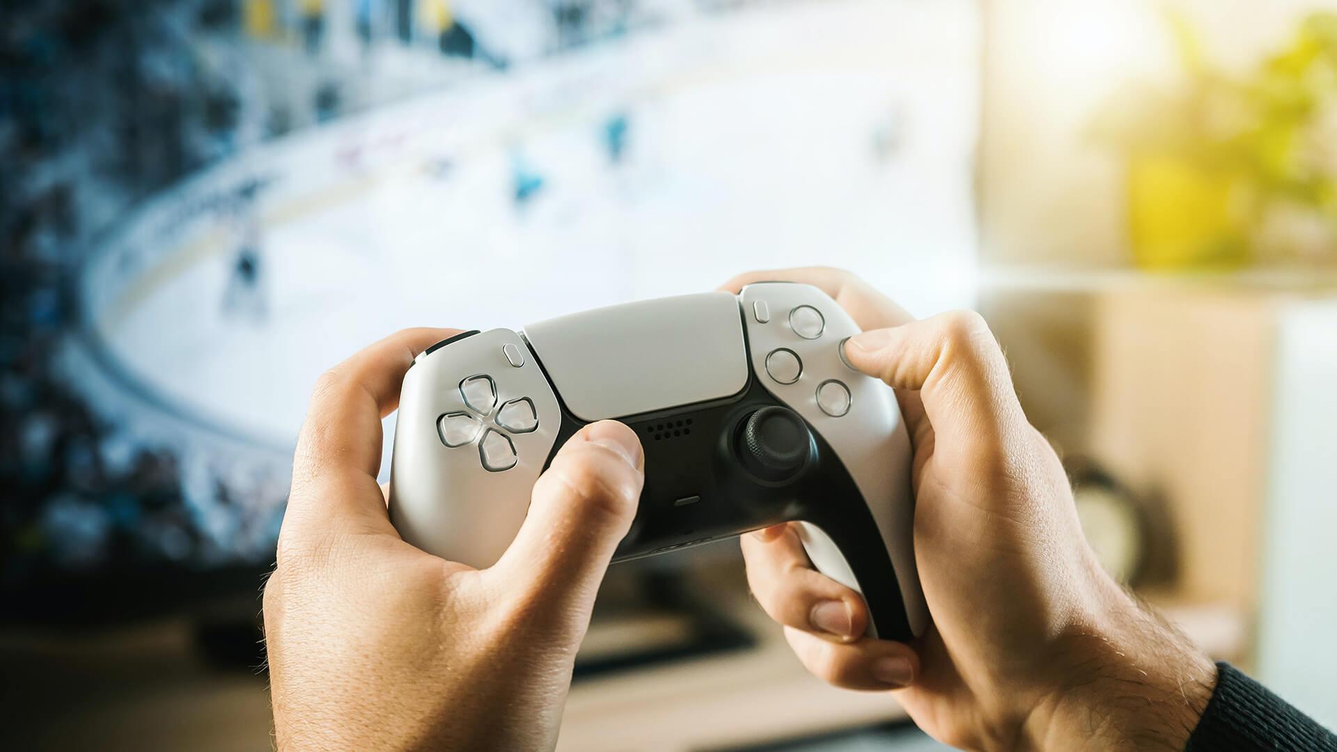Gamer-holding-a-controller